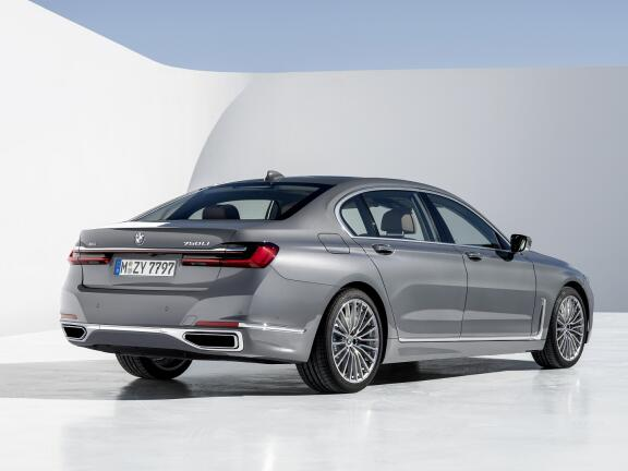 BMW 7 SERIES SALOON 740i 4dr Auto