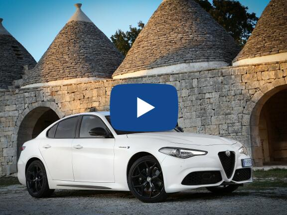 Video Review: ALFA ROMEO GIULIA SALOON 2.0 TB Sprint 4dr Auto