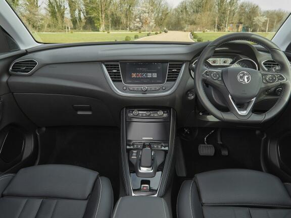 VAUXHALL GRANDLAND X HATCHBACK 1.6 Hybrid4 300 Business Ed Nav Premium 5dr Auto