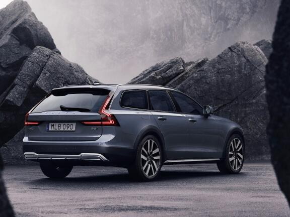 VOLVO V90 DIESEL ESTATE 2.0 D5 Cross Country Plus 5dr AWD Geartronic