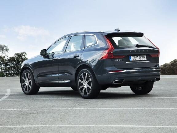 VOLVO XC60 DIESEL ESTATE 2.0 D4 Momentum 5dr AWD Geartronic