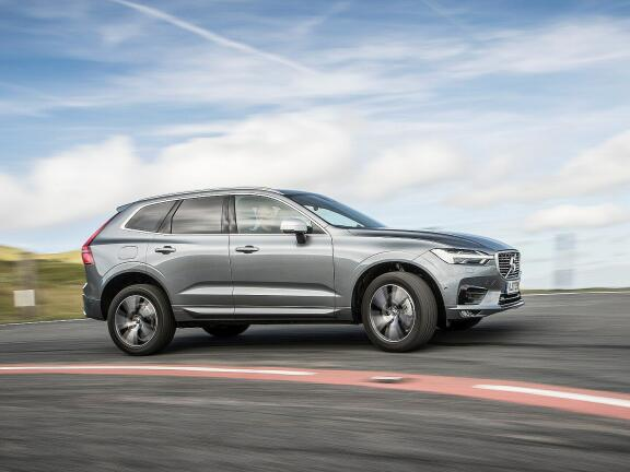 VOLVO XC60 DIESEL ESTATE 2.0 B4D Momentum 5dr AWD Geartronic