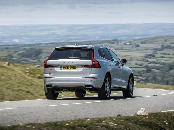 VOLVO XC60 DIESEL ESTATE 2.0 B4D R DESIGN 5dr Geartronic
