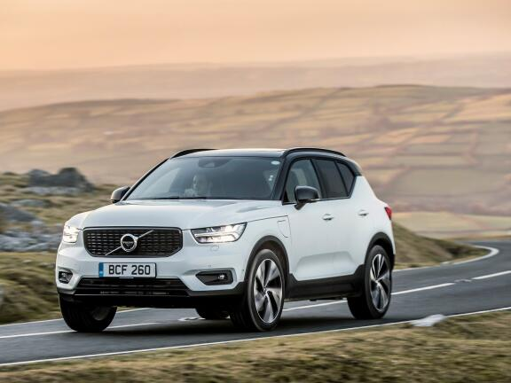 VOLVO XC40 ESTATE 2.0 T4 Momentum Pro 5dr AWD Geartronic