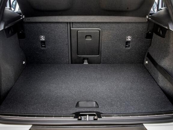 VOLVO XC40 ESTATE 2.0 B4P Momentum 5dr Auto