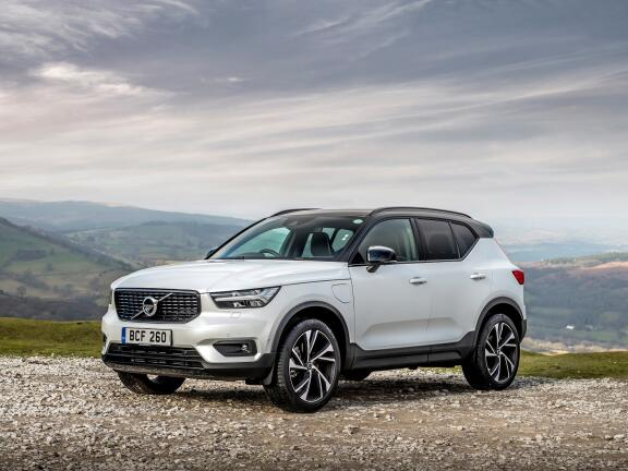 VOLVO XC40 DIESEL ESTATE 2.0 D4 [190] R DESIGN Pro 5dr AWD Geartronic