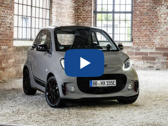 Video Review: SMART FORTWO ELECTRIC COUPE SPECIAL EDITIONS 60kW EQ Edition Nightsky 17kWh 2dr Auto [22kwCh]