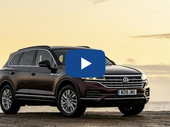 Video Review: VOLKSWAGEN TOUAREG DIESEL ESTATE 3.0 V6 TDI 4Motion 231 R Line 5dr Tip Auto