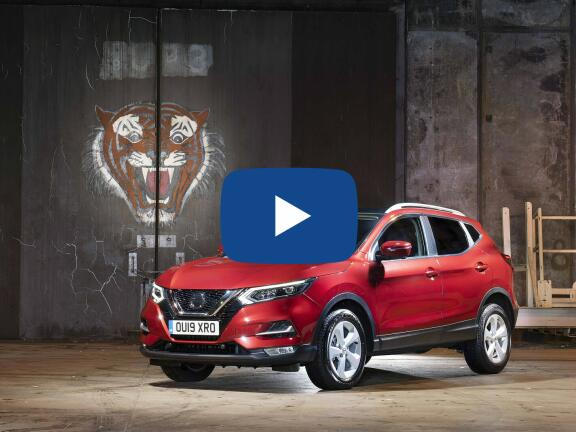 Video Review: NISSAN QASHQAI HATCHBACK 1.3 DiG-T N-Connecta 5dr [Glass Roof Pack]