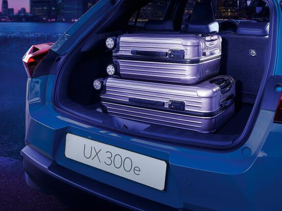 LEXUS UX ELECTRIC HATCHBACK 300e 150kW 54.3 kWh 5dr E-CVT [Premium Plus Pack]