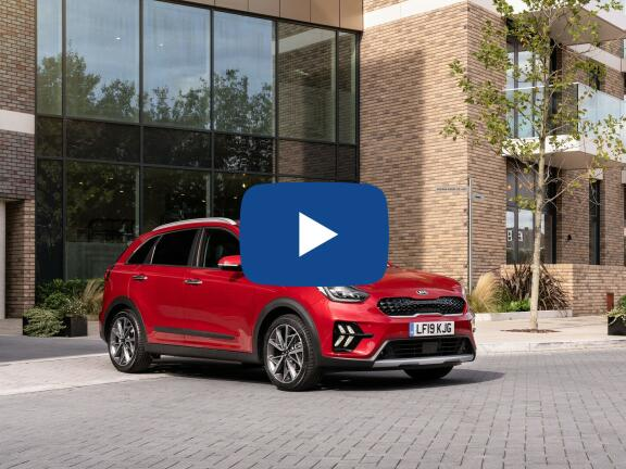 Video Review: KIA NIRO ESTATE 1.6 GDi Hybrid 3 5dr DCT