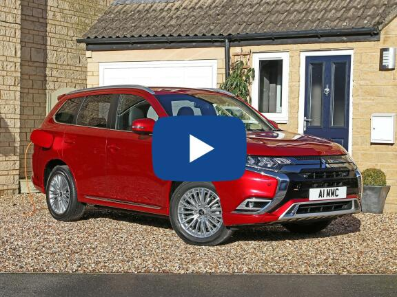 Video Review: MITSUBISHI OUTLANDER ESTATE 2.4 PHEV Exceed Safety 5dr Auto