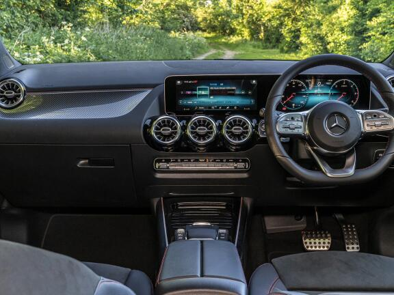 MERCEDES-BENZ GLA DIESEL HATCHBACK GLA 220d 4Matic AMG Line Premium Plus 5dr Auto