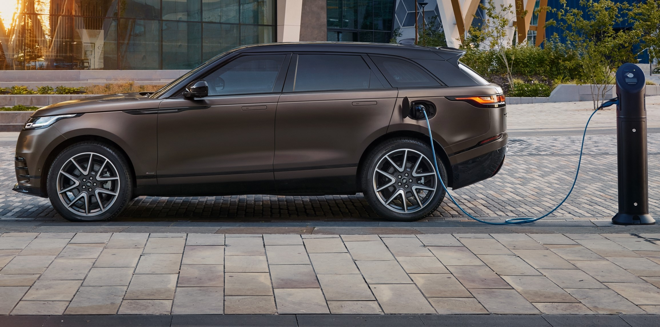 Range Rover Velar adds more kit and paint choices
